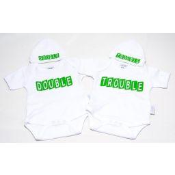 Tweelingset Double en Trouble  2 rompers en 2 mutsjes