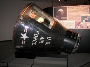 astornaut die achterwaarts in de Gemini