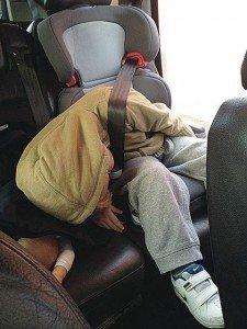 Ongemakkelijk slapen in de autostoel